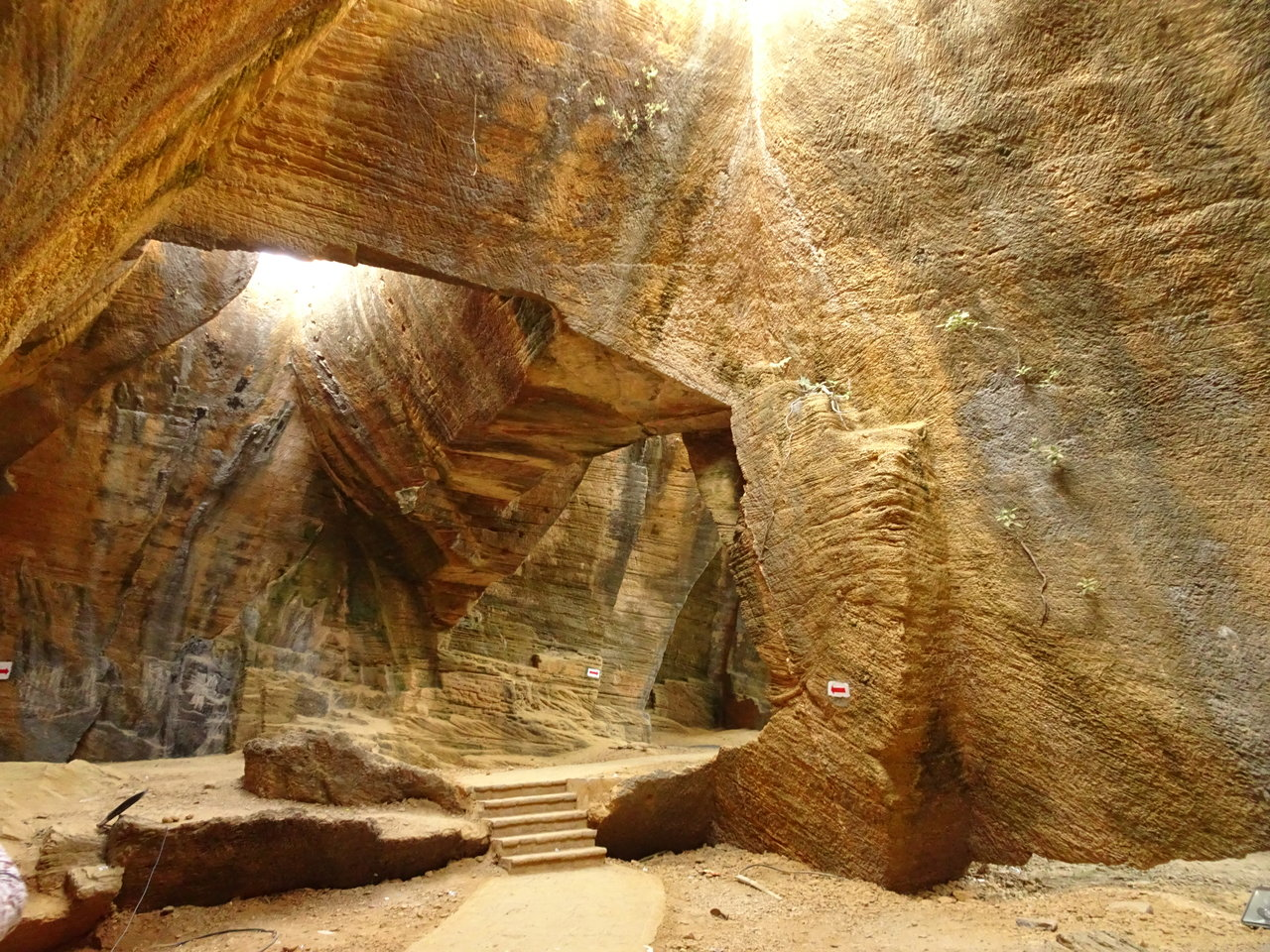 Naida Caves (2)