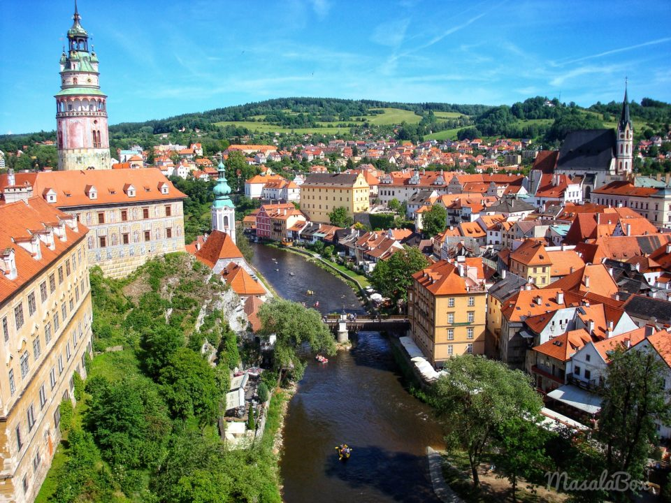 Cesky Krumlov – The fairy tale medieval town – Travel guide on places to visit