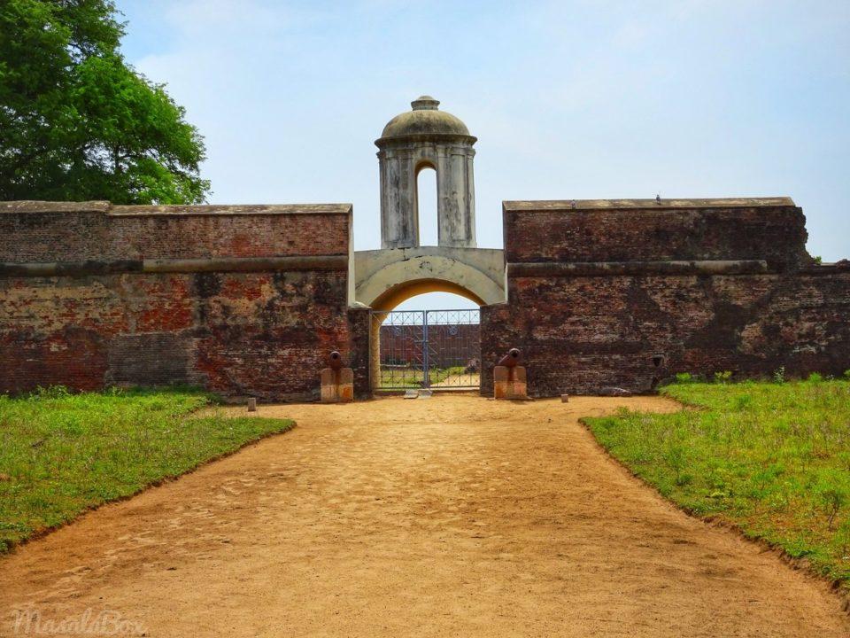 sadras fort entrance